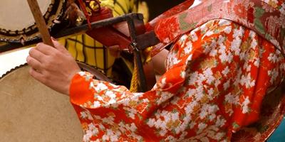 Japanese costumed street performers